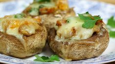 This garlic and cheese stuffed mushrooms recipe is a great choice for parties and they also make great starters. With fragrant garlic and masses of cheese, these easy and delicious stuffed Portobello mushrooms make the perfect canapés. Cheese Stuffed Mushrooms, Baked Mushrooms, Stuffed Mushroom Caps, Stuffed Peppers, Goat Cheese Recipes, Mushroom Recipes, Most Popular Recipes, Best Dishes, Air Fryer Recipes