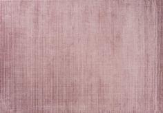 Linie Design Cover - Rose Tæppe - Rosa - 200x300 - Linie Design står bag dette flotte og helt unikke handloom tæppe i rosa med korte luv. Det fine store Cover tæppe har målene 200x300 cm og er vævet i 100% viskose af erfarne indiske vævere. Den elegante farve vil give et flot udtryk rummet, uanset hvor i hjemmet du placerer den.
