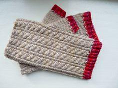 Ravelry: Jo March Mitts pattern by Kristi Johnson