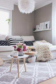 Anzeige - Wohnzimmer im skandinavischen Stil einrichten. #OTTOliving Wohnzimmer mit OTTO umgestalten. Wohnzimmer Ideen. Wohnzimmer Make Over. Teppich für Wohnzimmer. Graue Wandfarbe im Wohnzimmer. Wohnzimmer einrichten und Dekorieren. Zimmer renovieren.