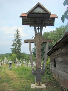 RO GJ Biserica de lemn din Alimpesti (20) - Biserica de lemn din Alimpești… Wooden Crosses, Church Building, Crucifix, Folklore, Garden Art, Detail, Travel, Wood Crosses, Viajes