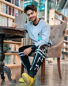 Image may contain: one or more people, people sitting and shoes Cute Boy Photo, Photo Poses For Boy, Boy Poses, Photoshoot Pose Boy, Handsome Arab Men, Famous Youtubers, Chocolate Boys, Cute Attitude Quotes, Boy Photography Poses