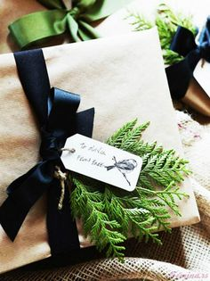 Gifts Dressed Up for the Holidays: Creative Christmas Wrapping Ideas - Stylish Eve Wrapping Ideas, Creative Gift Wrapping, Creative Gifts, Wrapping Gifts, Paper Wrapping, Creative Package, Noel Christmas, Winter Christmas, All Things Christmas