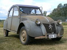 Citroen 2CV in need of TLC.  v@e.