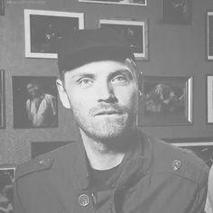 Jonny Buckland ( are you kidding right? Great Bands, Cool Bands, Phil Harvey, Jonny Buckland, 3 Gif, Chris Martin, British Rock, Britpop, Coldplay