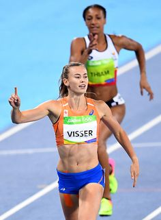 Netherlands' Nadine Visser reacts after competing in the Women's Heptathlon during the athletics event at the Rio 2016 Olympic Games at the. Athletic Girls, Athletic Models, Runners Legs, Female Athletes, Women Athletes, Beautiful Athletes, Rio Olympics 2016, Olympic Athletes, Sports Women