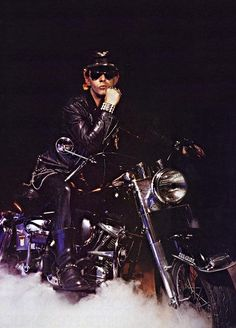 Hot as hell classic 🏍 Rob Halford of Judas Priest fame. Heavy Rock, Heavy Metal, Rob Halford, Primal Fear, Greatest Rock Bands, Famous Musicians, Judas Priest, Van Halen, Rock Legends