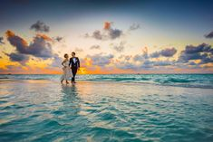Plan your wedding or honeymoon in Fiji with this guide to the best wedding & honeymoon resort in Fiji, from budget to luxury. Lombok, Destination Wedding Locations, Honeymoon Destinations, Wedding Venues, Wedding Ceremony, Wedding Services, Wedding Speeches, Honeymoon Ideas, Bouquet Wedding