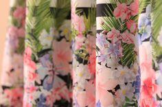 gonna in cotone con deliziosa stampa floreale e maxi righe bianco nero la gonna è realizzata su misura punto vita e lunghezza desiderataper qualsiasi dubbio domanda son quigrazie per la vostra visita