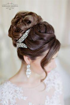 挙式の髪型は王道アップスタイルに決定!ベールもアクセも美しく見せるエレガントなまとめ髪まとめ*にて紹介している画像