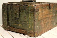 SALE Vintage Distressed Army Crate Storage от hammerandhandimports, $149.25
