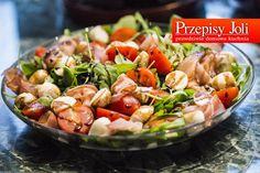 PRZEPISY NA SAŁATKI NA KOMUNIE - najlepsze przepisy na sałatki. Wsród przepisów znajdziecie sałatki z kurczakiem, wegańskie, warstwowe i warzywne.