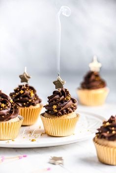Gold Chocolate Cupcakes For New Years — Rachel Korinek - Rachel Korinek Food Photographer New Year's Cupcakes, Cheesecake Cupcakes, Cupcake Cakes, Cupcake Pics, Cupcake Photography, Food Photography Tips, Photography Projects, Photography Photos, Christmas Cupcakes