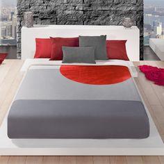 MANTA OCEANIS 311 Manta modelo Oceanis 311 de Manterol. Estas mantas, gracias a su diseño y a sus colores, le dan a su hogar un toque distintivo de elegancia y gran confort. El tacto de la manta es extremadamente suave. El estampado de la manta cuenta con un fondo de color decorado por pinceladas en otra tonalidad, que le dan un toque diferente pero muy minimalista. Quilt Sets, Room Colors, Bed Covers, Bed Spreads, Bed Sheets, Bedding Sets, Duvet, Bedroom Decor, Design Inspiration