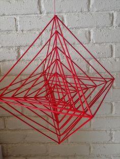 【サイト内のコンテンツの転載を禁止します】 Christmas Tree Decorations, Christmas Crafts, Straw Weaving, Handmade Ornaments, Crafty Craft, Geometry, Projects To Try, Abstract, Creative