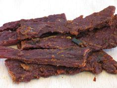 Pepper Beef Jerky Recipe : this site has tons more jerky recipes!Garlic Pepper Beef Jerky Recipe : this site has tons more jerky recipes! Peppered Beef Jerky Recipe, Homemade Beef Jerky, Venison Recipes, Garlic Jerky Recipe, Pepper Jerky Recipe, Carne, Venison Jerky, Beef Jerky Marinade, Jerkey Recipes