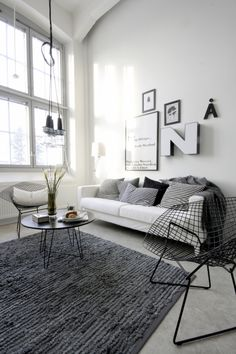 Today, we take a look at minimalist living room designs to inspire and bring out the design muse in you, to lead you to a better decor style and improved home. Living Room Grey, Rugs In Living Room, Home And Living, Living Room Furniture, Living Room Designs, Living Room Decor, Living Spaces, Modern Living, Loft Furniture