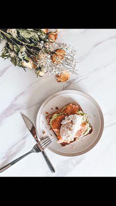 poonam.manick on Instagram: La légende dit que si tu tombes sur ce réel .. tu salives.. 👀 Dis moi si c'est vrai ? (C'est la première fois que je fais un oeuf poché 🙈)… Aesthetic Girl, Healthy Recipes, Healthy Food, Acai Bowl, Breakfast, Recipes, Healthy Foods, Acai Berry Bowl, Morning Coffee