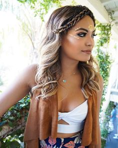37 hairstyle ideas for Coachella and summer music festivals. Try some of these festival braids and bohemian hairstyles for music festivals! Coachella hairstyles for short hair Coachella Festival, Coachella Make-up, Coachella Looks, Festival Outfits, Festival Looks, Festival Make Up, Festival Style, Festival Fashion, Boho Festival Makeup