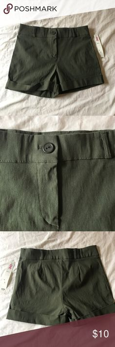 NWT Mid-high Rise olive green shorts New with tags !!! Size is technically a LARGE. But fits more like A SMALL/MEDIUM. Shorts