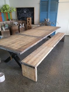 Tafel steenschotten stoer Dining Table, Sweet Home, Picnic Table, Home Living Room, Home Deco, Rustic Dining Table, Home And Garden, Showroom Inspiration, Home Decor