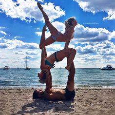 Beach bliss! ☀️ Toronto island fun with our badass yogini babe @iamsoulfuel! #acrobuddhas #beachyoga #beachbums #acroyoga #acrotrio