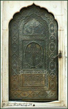 52 Trendy old door with windows entrance Cool Doors, The Doors, Unique Doors, Entrance Doors, Doorway, Windows And Doors, Entrance Ideas, Door Ideas, Front Doors