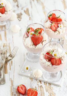 Dessert i glas med hallonmousse