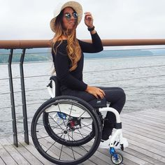 Nothing great in the world has been accomplished without passion. Wheelchair Photography, Miss Mundo, Fashion Poses, Dance Outfits, Sport, Lady, Pretty Woman, Fashion Beauty, Beautiful Women