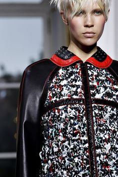 Balenciaga Spring 2011 Ready-to-Wear Fashion Show Details
