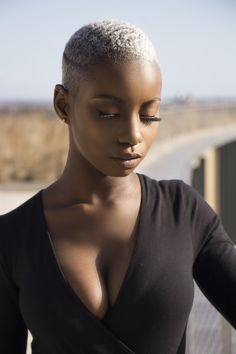 - Black is beautiful - Cheveux Natural Hair Short Cuts, Short Hair Cuts, Natural Hair Styles, Short Blonde Pixie, Brown Skin, Dark Skin, Style Afro, Bald Hair, Bald Women