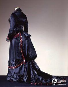 Reception gown, early 1880s, Alice Larrot, silk satin with chenille embroidery, Galleria del Costume Palazzo Pitti, via Eurpeanafashion