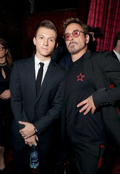 Avengers: Infinity War is just months away, and it will see Tom Holland and Robert Downey Jr. reprising their roles as Spider-Man and his mentor Iron Man. Robert Downey Jr., Tom Holland Peter Parker, Avengers Cast, Marvel Avengers, Marvel Actors, Marvel Movies, Tony Stark, Hero Marvel, Siper Man