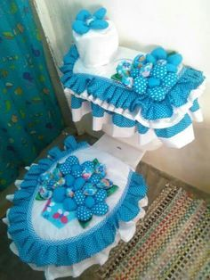 icu ~ Pin on cobertor para baño ~ This Pin was discovered by Damaris Farrier. Bathroom Crafts, Bathroom Sets, Toilet Tank Cover, Sewing Projects, Projects To Try, World Crafts, Sewing Appliques, Bathroom Organisation, Bath Accessories