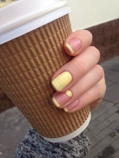 Pale yellow summer nails, French manicure with a twist!
