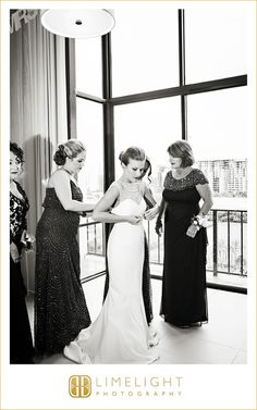 black and white, getting ready, bride's maids, mother of the bride, limelight photography, www.stepintothelimelight.com
