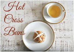 Gluten free Hot Cross Buns - delicious, not just for easter --- glutenfreie Hot Cross Buns, köstlich und das nicht nur zu Ostern