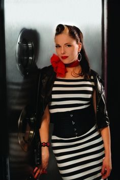 The Beautiful Imelda May! A stunning, talented Dublin girl. She's got style! Dublin Girls, Imelda May, Rock And Roll Girl, Betty And Veronica, Women In Music, Rockabilly Pin Up, Vintage Inspired Fashion, Female Singers, Retro Outfits