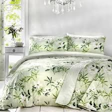 Dreams & Drapes is a trusted quality UK bedding brand, presenting the latest trends and styles in bedroom furnishings. An elegant hand painted floral print has been created in a colour combination of fresh spring green and white colours. Green Duvet Covers, Bedroom Furnishings, Cheap Bed Sheets, Complete Bedding Set, Green Duvet, Bed, Super King Duvet Covers, Duvet Cover Sets, Geometric Duvet