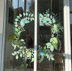 Raam illustratie met het thema lente in Deventer. Window Mural, Window Signs, Window Decals, Wedding Window, Shop Signage, Tiny Shop, Chalk Pens, Shop Window Displays, Marker Art