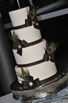 Peacock feather wedding cake, I really love the peacock feather color pallet.