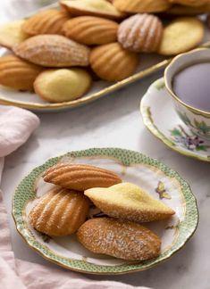 Madeleine Cake, Madeleine Recipe, Afternoon Tea Recipes, Iced Tea Recipes, Sandies Recipe, Pecan Sandies, Baking Recipes, Cake Recipes, Kitchen Recipes