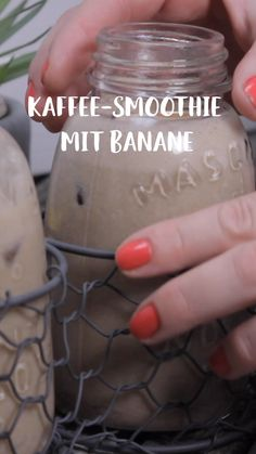 Kaffee-Smoothie mit Banane The smoothie fills you up, awakes and heats up your metabolism. Your healthy breakfast has never been on the table so quickly. Smoothie Bowl, Smoothie Fruit, Smoothie Prep, Breakfast Smoothies, Healthy Smoothies, Smoothie Recipes, Detox Smoothies, Detox Breakfast, Vegan Breakfast
