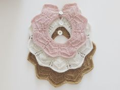 Lille Elviras krave via Littlevintageknits. Click on the image to see more!