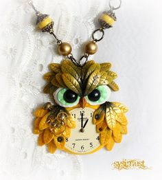 Owl steampunk inspired neck chain with clock made with polymer clay. #Steampunk #polymerclay #owl