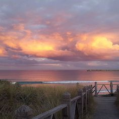 #Repost @nathanrowan15  Rain clouds during a really cool sunset  #warnambool #beach #love #australia #sunset #nofilter #surf #cloudporn #destinationwarrnambool #warrnamboolbreakwater #love3280 by destinationwarrnambool