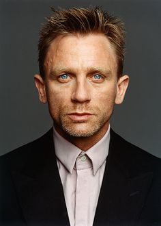 Daniel Craig. Isn't it annoying how men can look exhausted, old & HOT all at the same time? If a woman looked this rough, we'd pity her for sure.