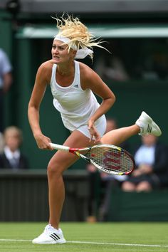 Kristina Mladenovic - first round Match on of the Wimbledon June lost to Maria sharapova 19 years old world junior no French Open, Australian Open, Saint Pol, Tennis Photos, Tennis World, Lawn Tennis, Tennis Players Female, Tennis Stars, Human Body