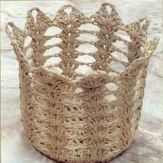 you could make this narrower and use it to hold your hooks, knitting needles, pencils, cosmetic brushes, etc. Crochet Bowl, Crochet Basket Pattern, Crochet Diagram, Crochet Motif, Crochet Patterns, Crochet Baskets, Diy Storage Containers, Crochet Kitchen, Basket Bag