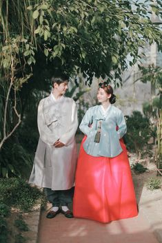 This month Kim Do Eun, a talented Hanbok (Korean traditional dress) designer spent some time with us to .